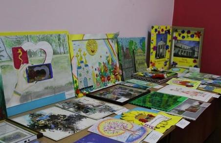 В обласній дитячій бібліотеці відкрилась виставка «Харківщина туристична. Малюють діти»