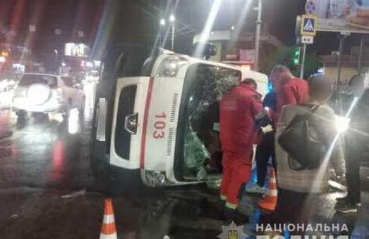 У Харкові автомобіль швидкої допомоги потрапив в ДТП: водій і медики травмовані (ФОТО)