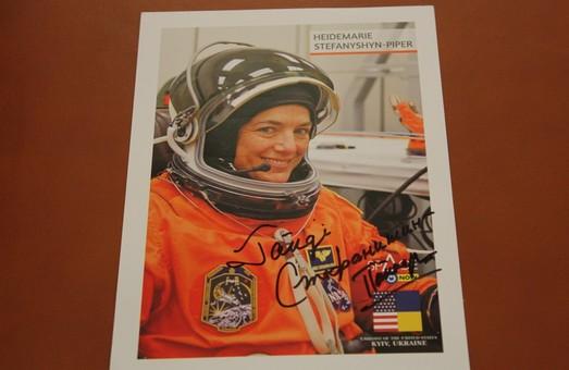 Американська астронавтка, яка розгорнула національний прапор України в космічному просторі, відвідала Харківщину - ХОДА