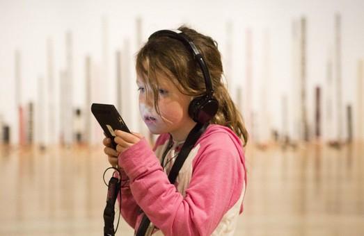 Приведи іноземців в наші музеї: на Харківщині запрацювали аудіогіди різними мовами