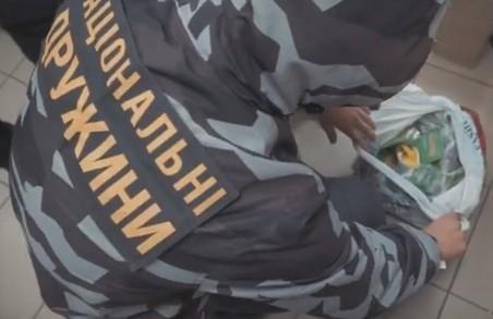 Національний Корпус розпочав боротьбу з контрафактною агрохімією, що заполонила Харків (ВІДЕО)