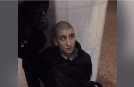 «Я не наркоман!»: З'явилося відео стрілянини у харківській підземці