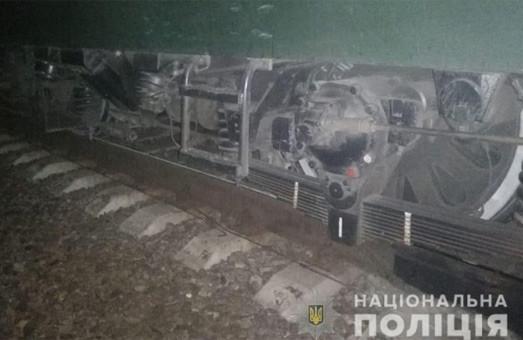 На Харківщині потяг переїхав чоловіка, який сидів на коліях