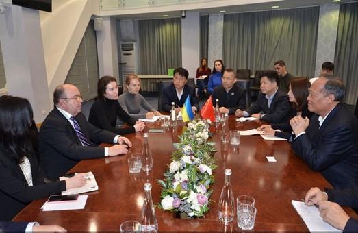 Китайці привезли в Харків гроші на освіту і сільське господарство