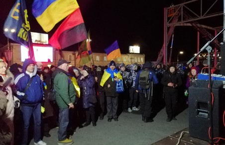 «Ми маємо гідність»: У центрі Харкова знову зібрався майдан