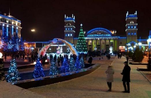 На Привокзальній площі у Харкові встановлять ялинку, маленький новорічний потяг та льодяний фонтан