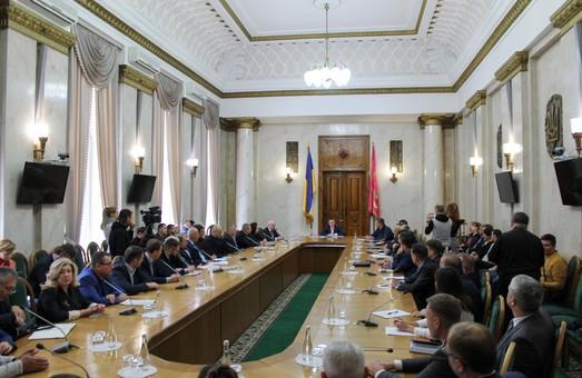 У Філіп Моррісі не захотіли потеревенити з губернатором про те, як збільшити бюджет Харківської області