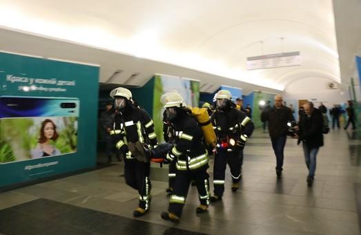 На станції метро «Південний вокзал» в Харкові надзвичайники ліквідовували загорання (ВІДЕО)