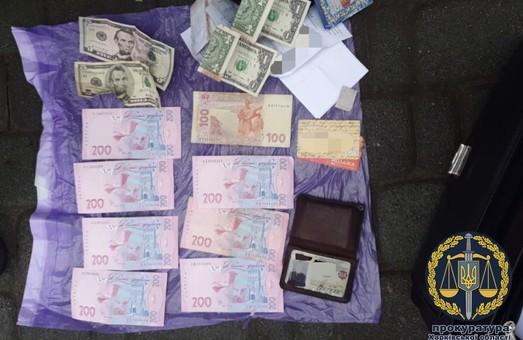 У Харкові поліцейського викрито на збуті наркотиків (ФОТО)