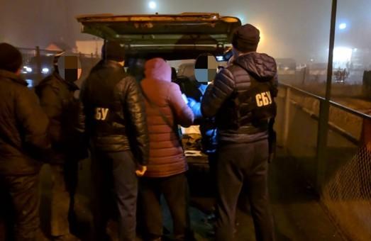 На пункті пропуску «Гоптівка» митники та прикордонники сприяли переправленню нелегалів до РФ