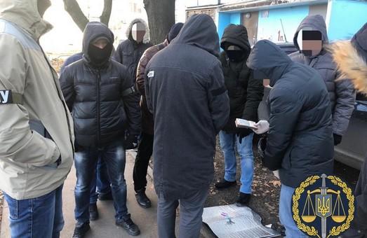 У Харкові слідчого поліції спіймали на хабарі (ФОТО)
