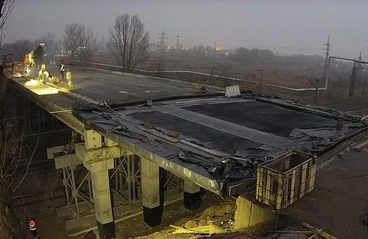 Ремонтні роботи пошкодженого моста під Харковом вийшли на фінішну пряму (ФОТО)