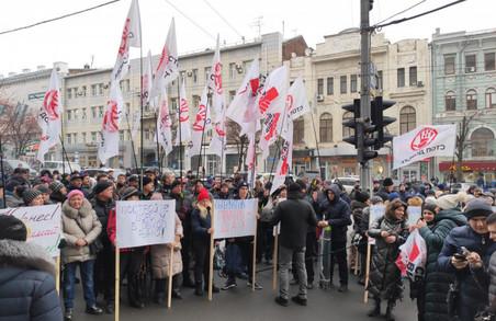 Депутатів Харківської міськради перед сесією знову чекав пікет (ФОТО)