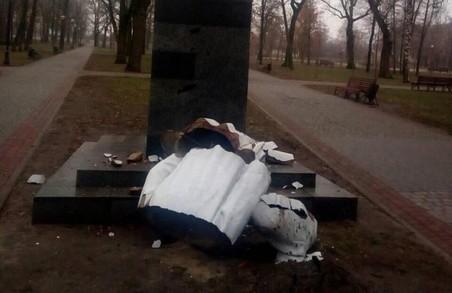 В Харкові пошкоджено пам'ятник Максиму Горькому (ФОТО)