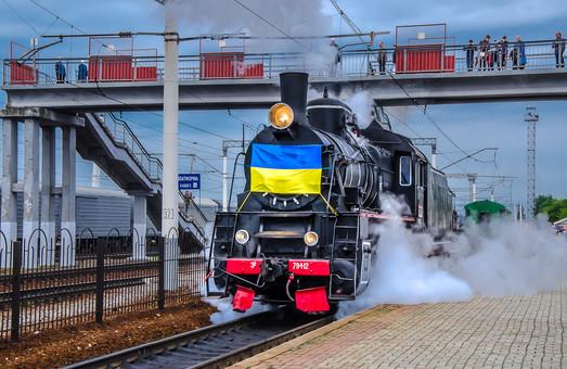 Ретропоїзд Південної залізниці у День святого Миколая здійснив святковий рейс (ФОТО)