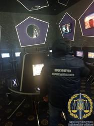 Казино в центрі Харкова «кришували» правоохоронці (ФОТО, ВІДЕО)