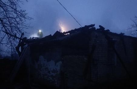 У Пісочині вогнеборці загасили пожежу у дерев'яному будинку