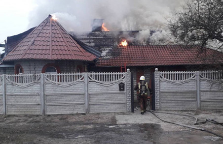 Під Харковом чотири години палав приватний будинок (ФОТО)