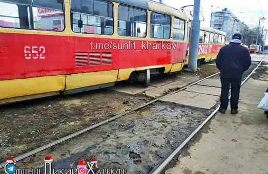 У Харкові зійшов з рейок трамвай (ФОТО)