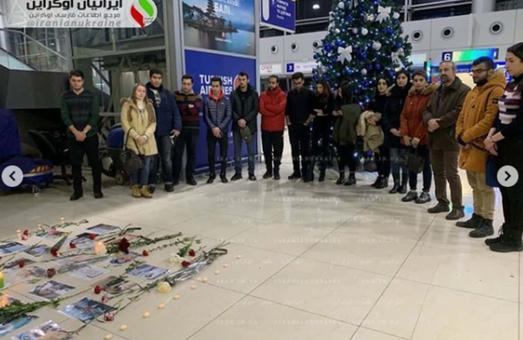 В аеропорту Харкова вшанували пам'ять загиблих при катастрофі літака в Ірані (ФОТО)
