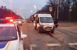 У Харкові швидка допомога, що перевозила чоловіка з інфарктом, зіткнулась з позашляховиком (ФОТО)