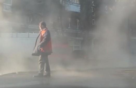 В центрі Харкова - аварія на тепломережі (ФОТО)