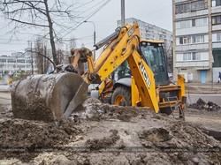 На вулиці Клочківській міняють трубопровід (ФОТО)