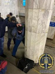 Інспектору митної служби, якого спіймали на хабарі, повідомлено про підозру (ФОТО)