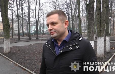 За звільнення заручниці харківський поліцейський отримав нагородну зброю (ФОТО)