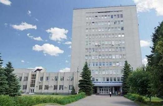 Екс-ректор Хвисюк планує передати клінічну базу ХМАПО до ХНУ ім. Каразіна - ЗМІ