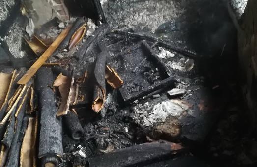 При пожежі в покинутому будинку на площі Героїв небесної Сотні загинув чоловік (ФОТО)