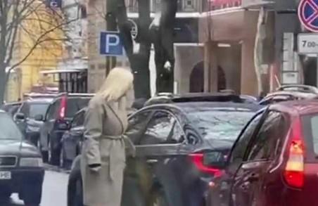 Депутат від «Самопомочі» спровокувала пробку у центрі Харкова