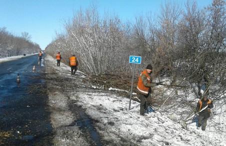 На дорогах Харківщини ліквідують аварійну ямковість (ФОТО)
