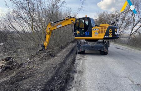 На трасі Чугуїв-Мілове розпочато підготовчі роботи до поточного ремонту (ФОТО)