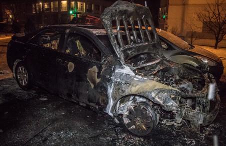 У Харкові вночі згоріла іномарка, в поліції підозрюють підпал