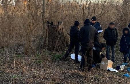 Поліцейські затримали двох зловмисників за скоєння жорстокого вбивства жінки у Харкові (ВІДЕО)