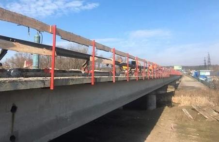 Як біля «Лоску» ремонтують дорогу (ФОТО)