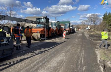 На Харківщині продовжується ремонт дороги Чугуїв-Мілове (ФОТО)