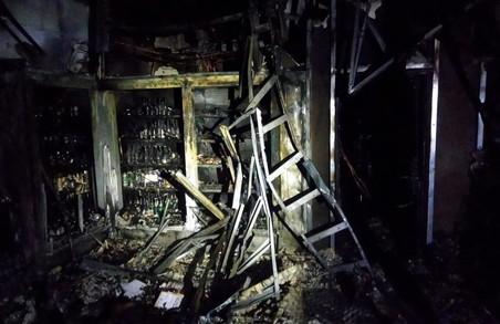 У Харкові ліквідована пожежа у торгівельному павільйоні