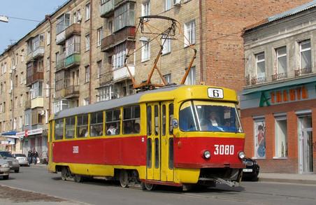 У Кернеса відмовились зупиняти громадський транспорт у Харкові