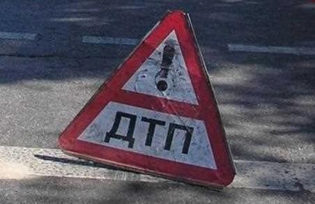 Біля «Лоску» зіткнулись іномарки, одного з водіїв госпіталізовано (ФОТО)