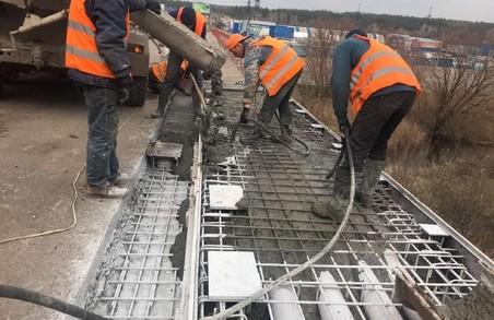 На Окружній біля «Лоску» ремонтують тротуари (ФОТО)
