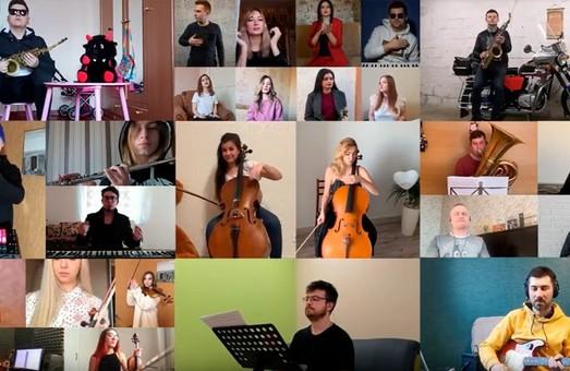 #StayAtHome: Оркестр з Харкова дистанційно записав позитивний відеокліп на підтримку всіх у самоізоляції (ФОТО, ВІДЕО)