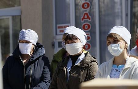 Захистити «першу лінію оборони» - Світлична привезла до Лозової і Красноград допомогу для медиків