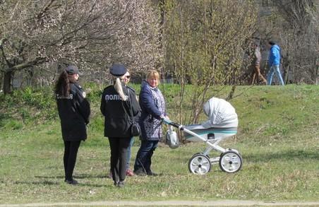Поліція посилила патрулювання громадських місць та 267 зон відпочинку в Харкові