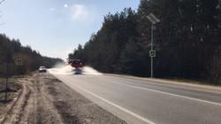 На Харківщині дезінфікують автомобільні дороги державного значення (ФОТО, ВІДЕО)