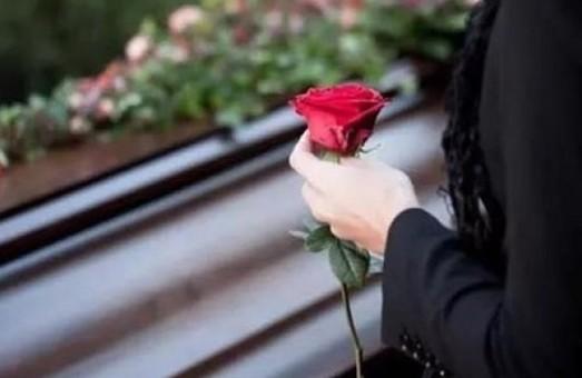 Як в Україні ховатимуть померлих від COVID-19: постанова МОЗ