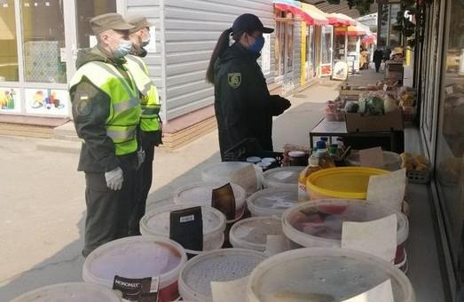 Харківська поліція шукає порушників карантинних заходів на міських ринках (ФОТО)