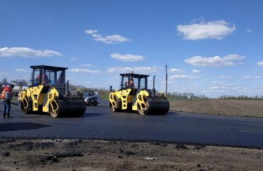 Як ремонтують дорогу Мерефа-Лозова-Павлоград (ФОТО)