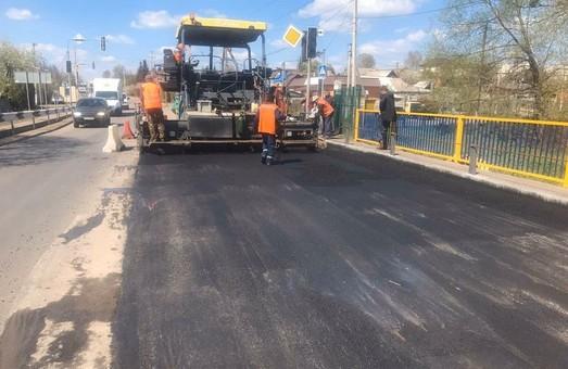 Як ремонтують дорогу біля Малої Данилівки (ФОТО)